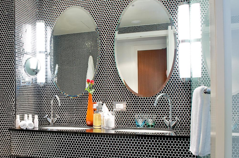 Hotel DeBrett Bathroom