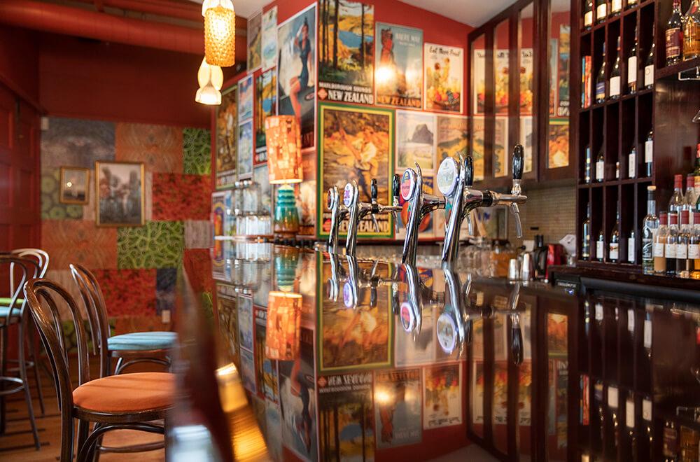 Cornerbar Bar